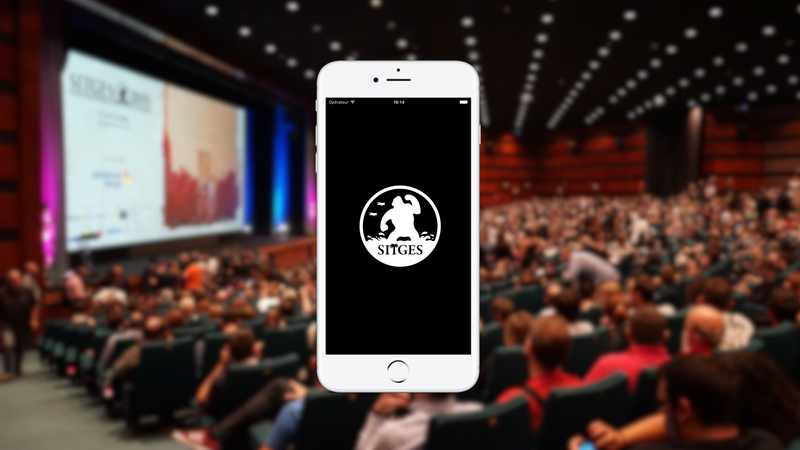 Mobile with the logo of the Sitges International Film Festival, wallpaper with the cinema full of attendees