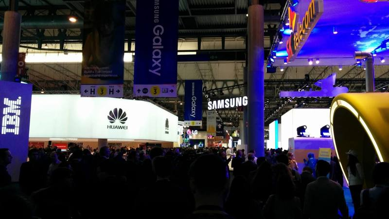 Overview of the Huawei and Samsung stand on the MWC2016